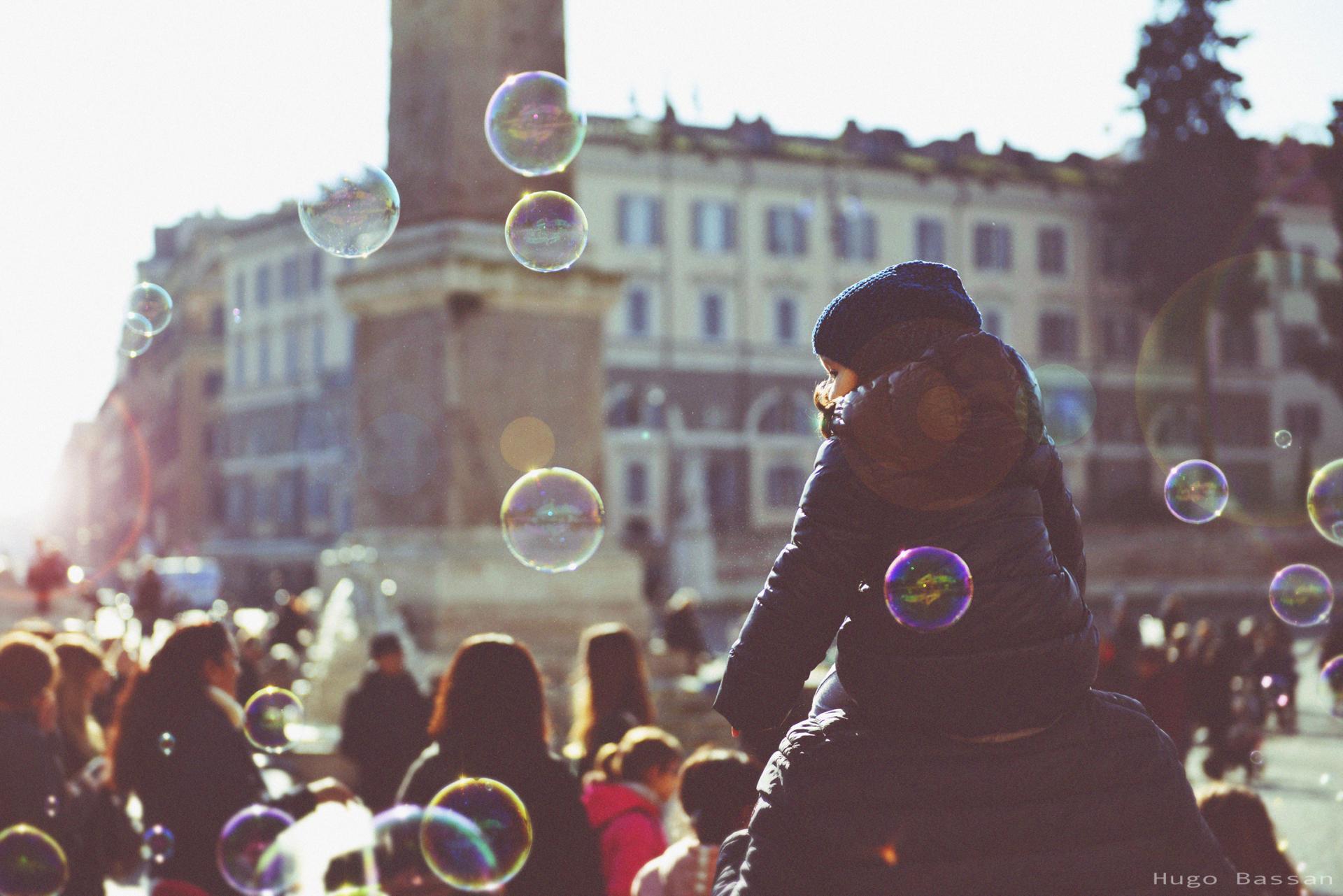 Fillette et bulles