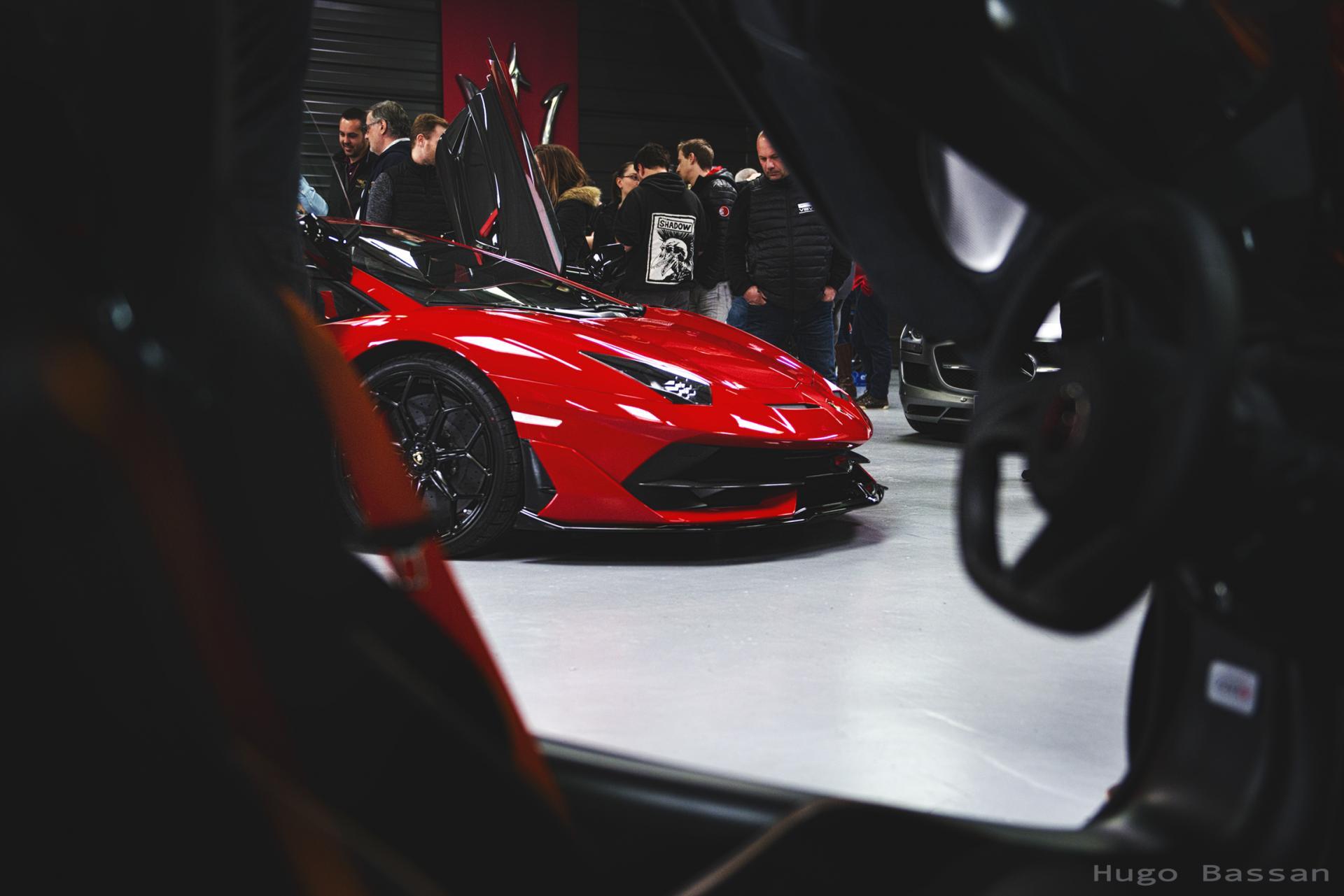 Lamborghini vue à travers une MacLaren